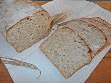 Pszenny chleb z ostropestem na żytnim zakwasie