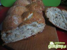 Pszenny chleb z ziarnami i czosnkiem