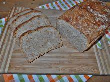 Pszenny chleb ze smażoną cebulą