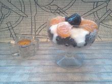 Pucharek ryżowy z owocami i jogurtem