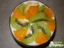 Puchowa kasza manna z owocami