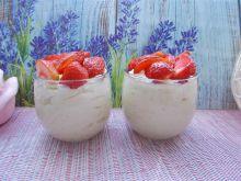Pudding jaglany z truskawkami