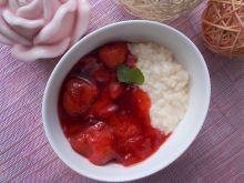 Pudding ryżowy z frużeliną truskawkową