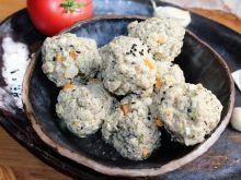 Pulpeciki z indyka z czarnuszką, manną i warzywami