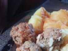 Pulpety z serem  żółtym w sosie pomidorowym