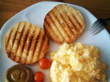 Puszysta jajecznica z pomidorkami