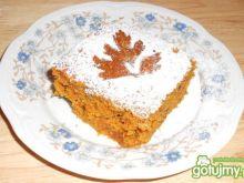 Puszyste ciasto korzenne z marchewką