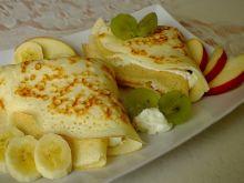 Puszyste naleśniki z serem i owocami
