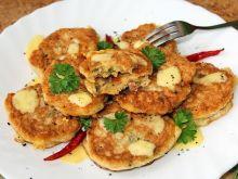 Puszyste placuszki z otrębami, serem i szynką