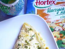 Puszysty jak chmurka omlet w towarzystwie warzyw