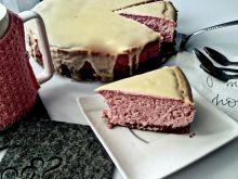 Puszysty malinowy sernik z białą czekoladą
