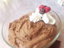 Puszysty mus sernikowy z czekoladą i bezami