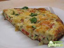 Puszysty omlet z warzywami i kiełbaską