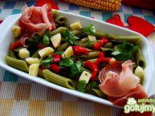 Pyszna makaronu z oliwkami i serem