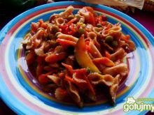 Pyszna potrawka z makaronu i warzyw