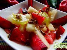 Pyszna sałatka owocowa z miodem