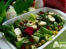Pyszna zdrowa sałata z goji i mozzarellą