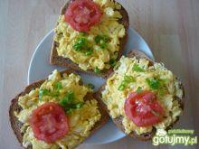 Pyszne kanapki z jajecznicą