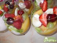 Pyszny deser owocowy
