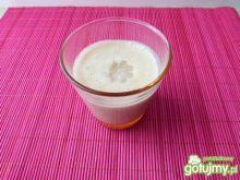 Pyszny napój mleczno-brzoskwiniowy