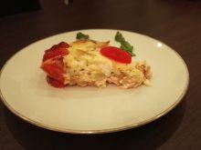 Quiche z fasolką szparagową, pomidorami i łososiem