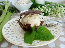 Rabarbarowe lody w ażurkach czekoladowych