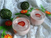 Rabarbarowo-truskawkowy koktajl na maślance