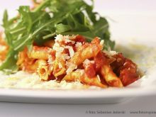 Raviglioni w pomidorach z białym winem