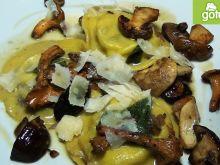 Ravioli z grzybami i sosem szałwiowym [film]