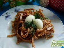 Razowe gniazdka z jajkiem