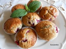 Razowe muffiny z malinami i białą czekoladą