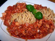 Razowe spaghetti w sosie z kurczaka i pomidorów
