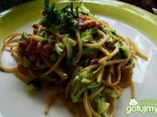 Razowe spaghetti  z cukinią i tuńczykiem
