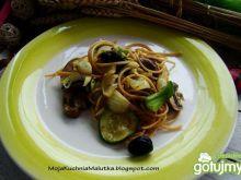 Razowe spaghetti z pieczarkami i oliwkam