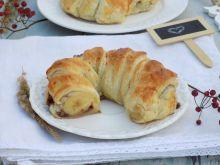 Rogale z ciasta francuskiego z bananem i czekoladą