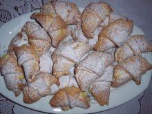 Rogaliki drożdżowe z marmoladą truskawkową