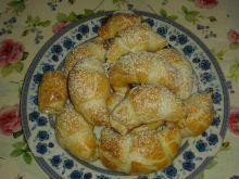 Rogaliki francuskie z brzoskwiniami