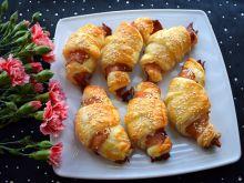 Rogaliki z jajecznicą i szynką parmeńską