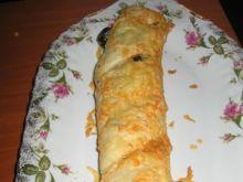 rolada z ciasta francuskiego z krewetkam