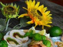 Rolada z indyka nadziewana pesto i pomidorami