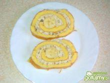 Rolada z masą orzechową i bananem