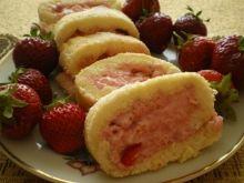 Rolada z truskawkami i pysznym kremem