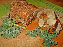 Rolada z udźca indyczego z jarmużem i pomidorami
