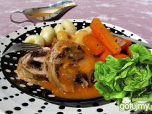 Rolada ze śliwkami duszona w warzywach