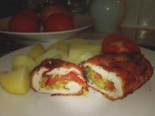 Roladki drobiowe z brokułem i pomidorami