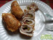 Roladki drobiowe z salami, serem, ogórki