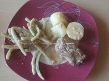 Roladki wieprzowe z pieczarką, kiełbasą i ogórkiem