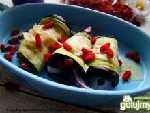 Roladki z bakłażana z owocami goji