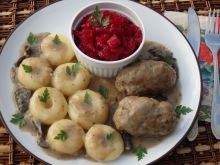 Roladki z mięsa mielonego w sosie grzybowym