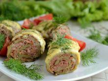Roladki z placków ziemniaczanych z mięsnym farszem